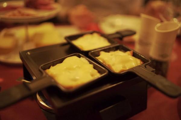 Raclette-Abend mit Weinprobe und Comedy