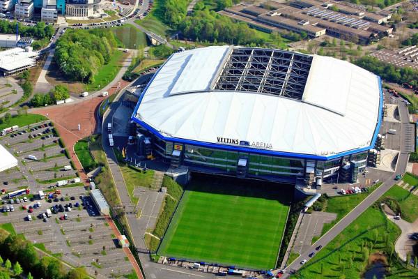 Fußball-Rundflug über das Schalke-Stadium in Hünxe