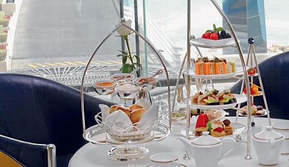 Gaumenfreuden: High Tea im 7* Burj Al Arab - Sky View Bar inkl. Transfer Dubai