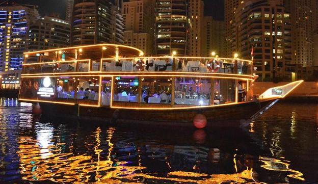 Romantisches Dinner-Cruise Dubai - Dhaufahrt bei Nacht