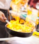Speisen in der Pfanne flambieren in Stuttart