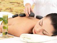 Entspannung bei einer Hot-Stone-Massage in Hamburg